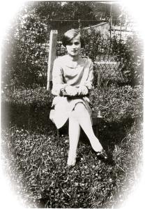 HarrietSchneidenwind.1927.Backyard.front1